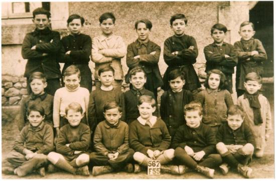 photo-de-l-ecole-primaire-de-vouneuil-sous-biard-1946.png